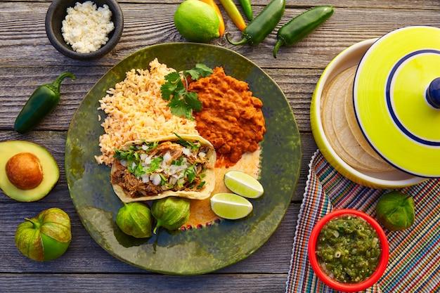 Mexican carnitas tacos with salsa Premium Photo