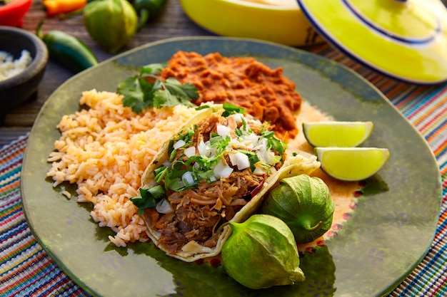 Mexican carnitas tacos with salsa Premium Photo