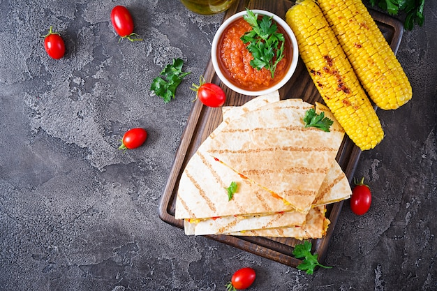 Mexican quesadilla wrap with chicken, corn and sweet pepper and tomato sauce. Premium Photo