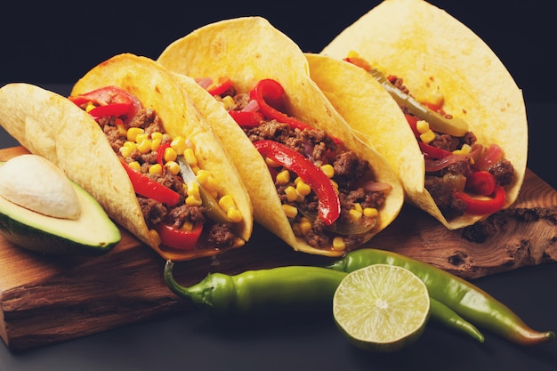 Mexican tacos with minced beef, vegetables and salsa. Premium Photo