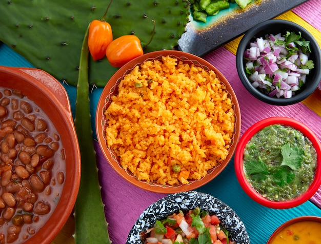 Mexican yellow rice with chilis and frijoles Premium Photo
