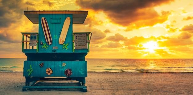 Miami south beach sunrise with lifeguard tower, usa. Free Photo