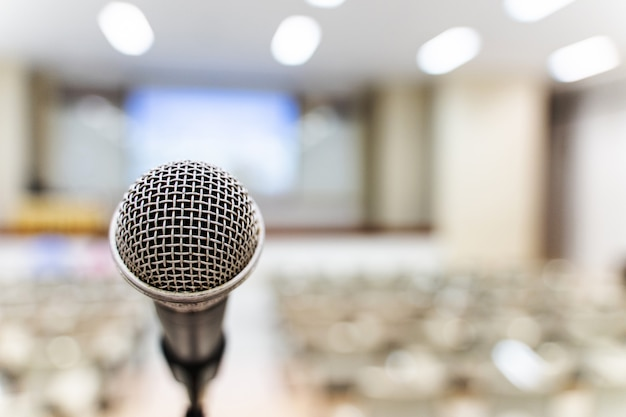 Microphone over the blurred business forum meeting or conference training learning coaching room concept Premium Photo