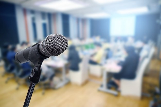 Microphone over the blurred business forum meeting or conference Premium Photo