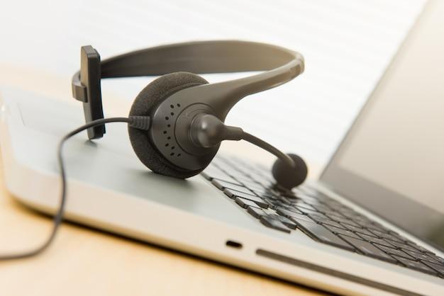 Microphone headset on laptop computer Premium Photo