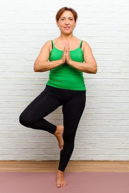 Middle age woman practicing yoga Premium Photo