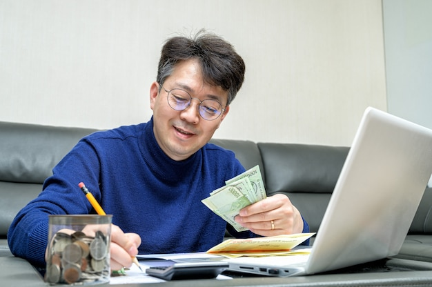 Middle-aged asian man preparing for tax return. Premium Photo