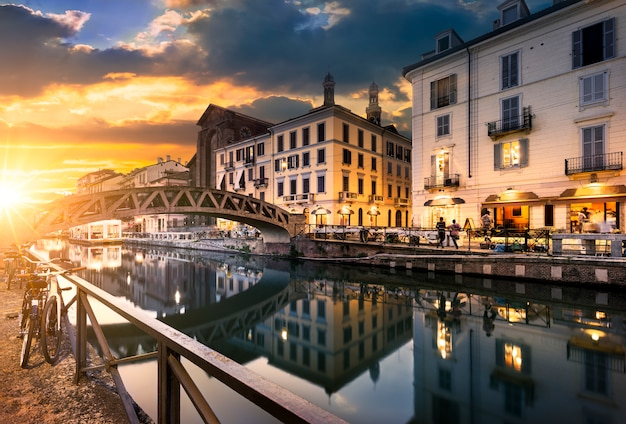 Milano evening streets and cafes Premium Photo