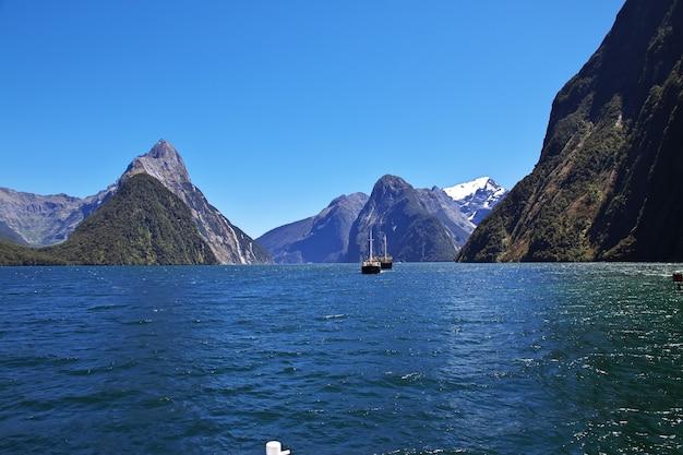 ニュージーランドのミルフォードサウンドフィヨルド Premium写真