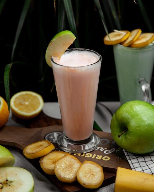 Milkshake with mixed fruits flavour Free Photo
