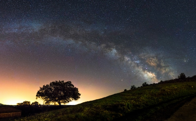 Milky way arc in the sky of the center of spain Premium Photo