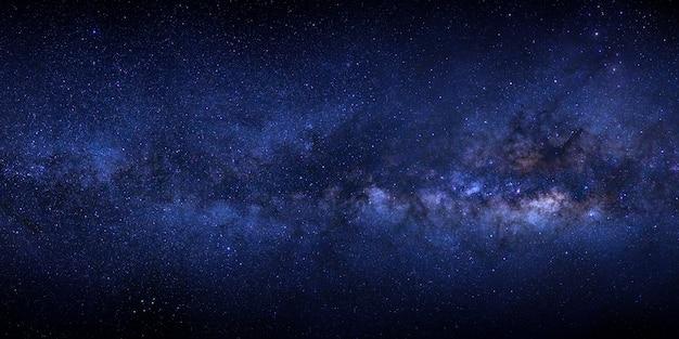 우주에서 별과 우주 먼지가있는 은하계 프리미엄 사진