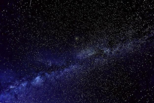 Галактика млечный путь со звездами Premium Фотографии