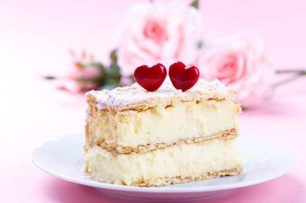 Mille feuille cake with vanilla cream Premium Photo