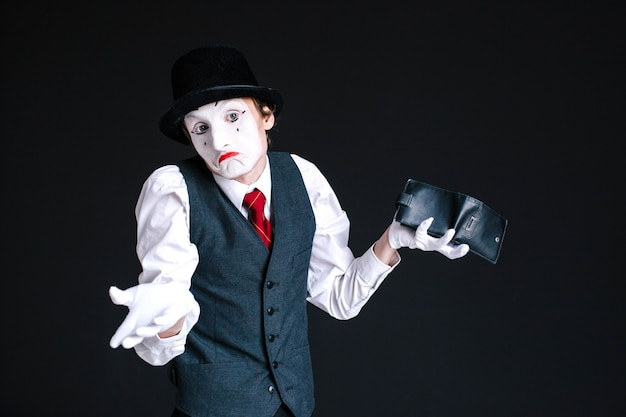 Mime looks dissapointed holding purse in his arm Premium Photo