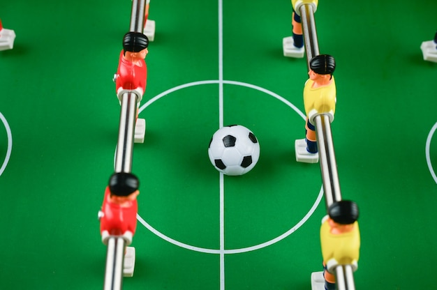 Мини-футбол с игроками и мячом, крупный план. фото высокого качества Premium Фотографии