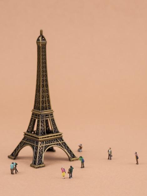 Miniature eiffel tower and tourists Premium Photo