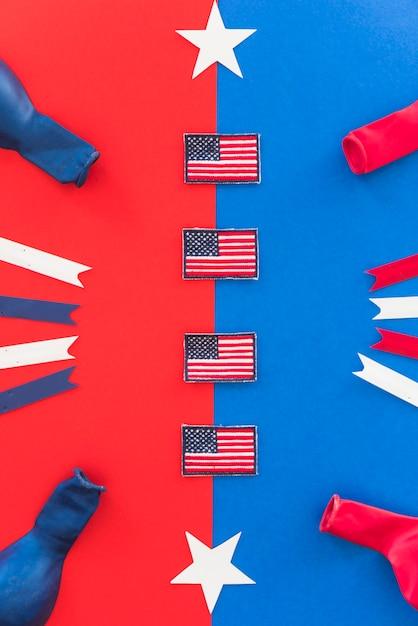 Bandiere in miniatura e elementi decorativi di simboli d'america Foto Gratuite