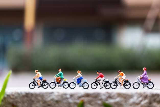 Miniature people travellers with bicycle in the park Premium Photo