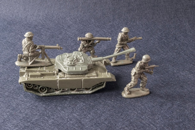 Miniature toy model team soldiers with tank Premium Photo