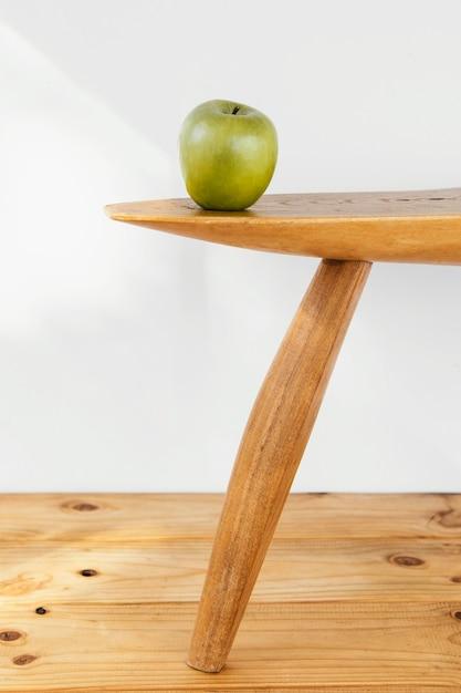 테이블에 최소한의 추상적 인 개념 애플 무료 사진