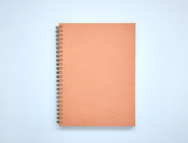 最小限の茶色の本の表紙を青に模擬 Premium写真