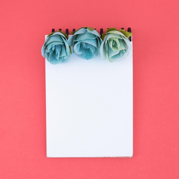 Minimal notebook with flowers Free Photo
