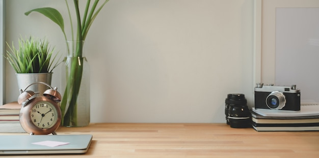 Minimal photographer workplace with laptop and copy space Premium Photo
