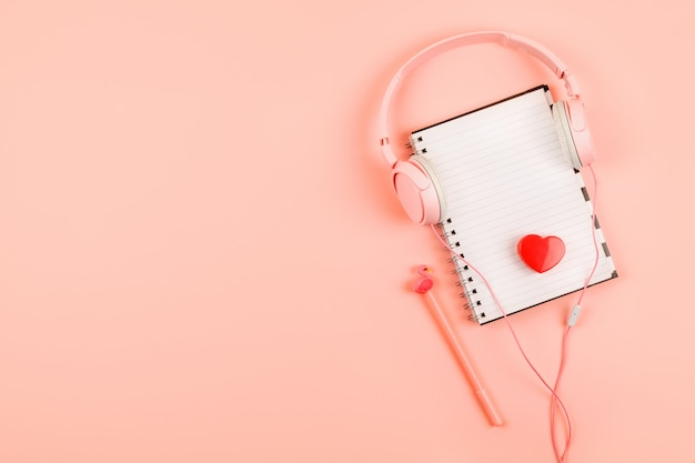 Minimal workplace with blank notepad, headphones Premium Photo