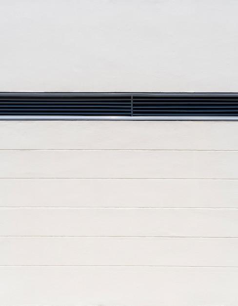 通気スペースのあるミニマリストの屋内の白い壁 無料写真