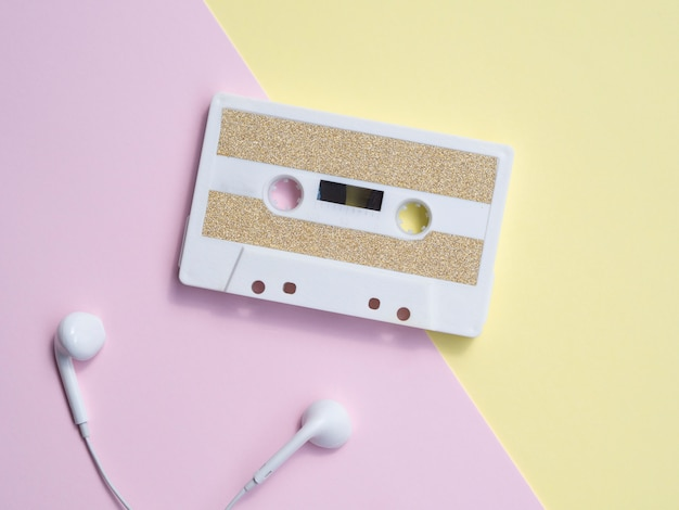 Minimalistic cassette tape with headphones Free Photo