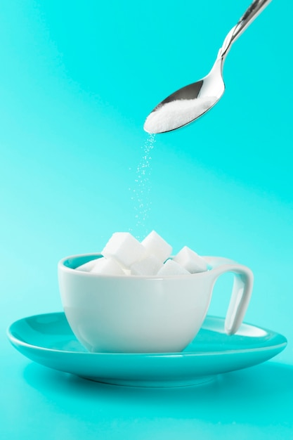 Minimalistic cup with sugar cubes and spoon Free Photo