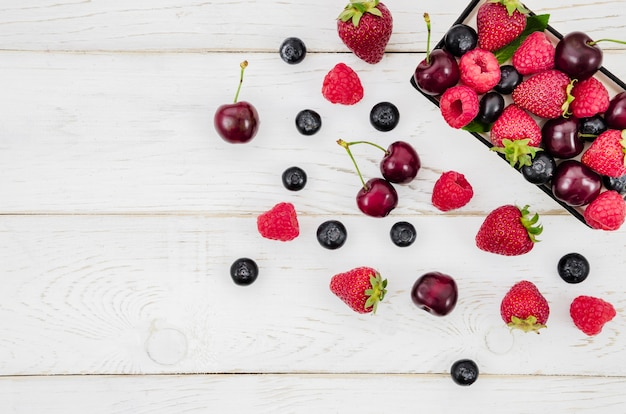 Mix of fruits in box Free Photo