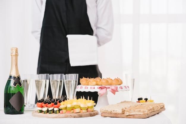 Микс еды и напитков на столе Бесплатные Фотографии