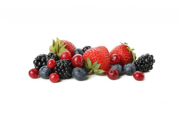 白で隔離される新鮮な果実のミックス Premium写真