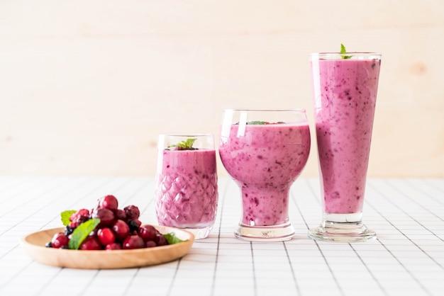 Mixed berries with yogurt smoothies Free Photo
