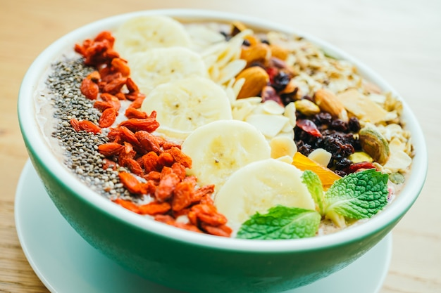 Mixed fruit with muesli and granola Free Photo
