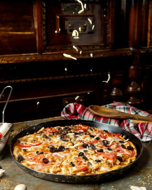 Mixed pizza with meat and chicek olive tomato and cheese Free Photo