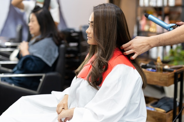 Mixed race teenage in hair salon get new  hairstyle Premium Photo