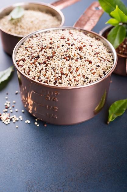 Mixed raw quinoa Premium Photo