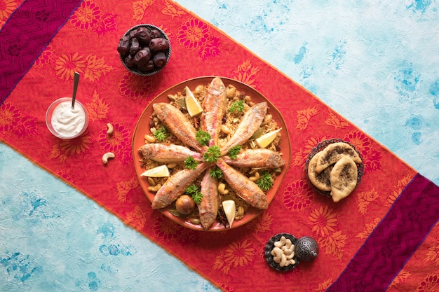 Mixed rice dishes that originates in yemen Premium Photo