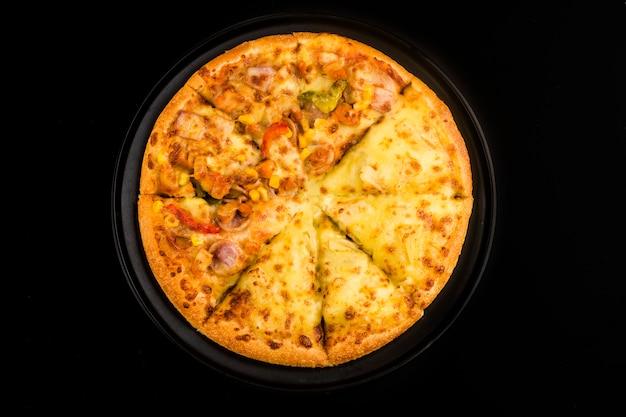 Mixture pizza итальянская кухня , пицца со вкусом дуриана и курицы Бесплатные Фотографии