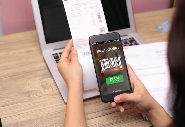 Mobile bill payment barcode scan concept Premium Photo