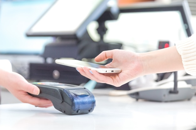 Mobile payments, mobile scanning payments, face to face payments, Free Photo
