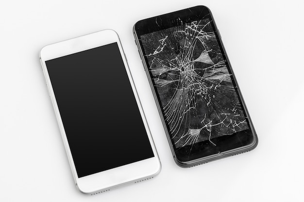 Mobile phone with broken screen Premium Photo