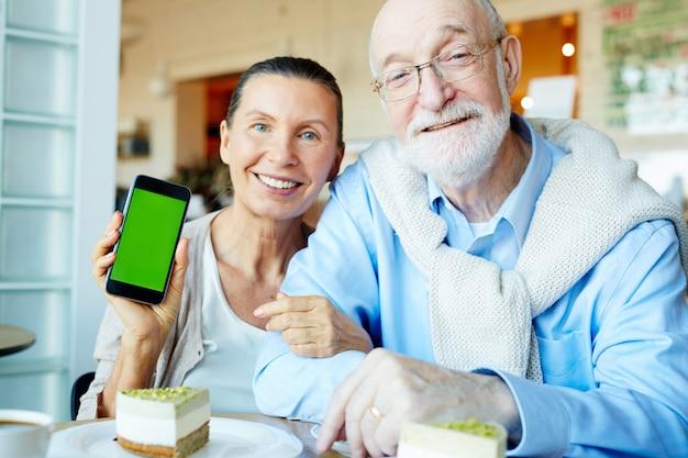 Mobile seniors Free Photo