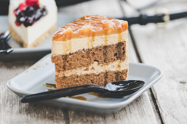 Mocha caramel cake in a plate on the table Premium Photo