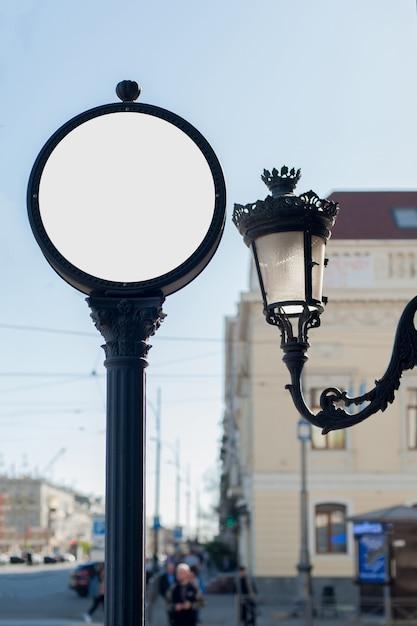 Макет круглой вывески для рекламы или часов на улице Premium Фотографии