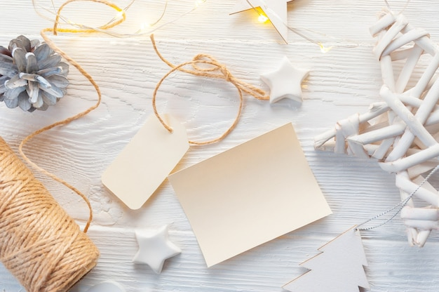 Mockup christmas kraft gift boxes with tag on wooden background. Premium Photo