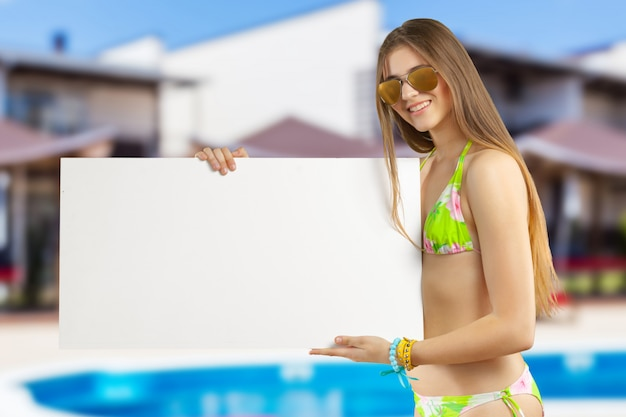 Model holding blank sign Premium Photo